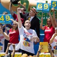 アメリカと言えばホットドッグ!全米で毎年注目の早食い選手権が開催される有名老舗店