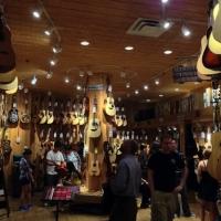 ミュージシャン必見!世界最大手の楽器店『ギターセンター』NY店