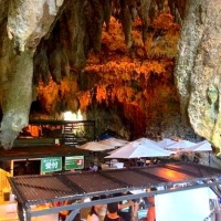 神秘的!沖縄南部のガンガラーの谷にある鍾乳洞カフェ『Cave Cafe』